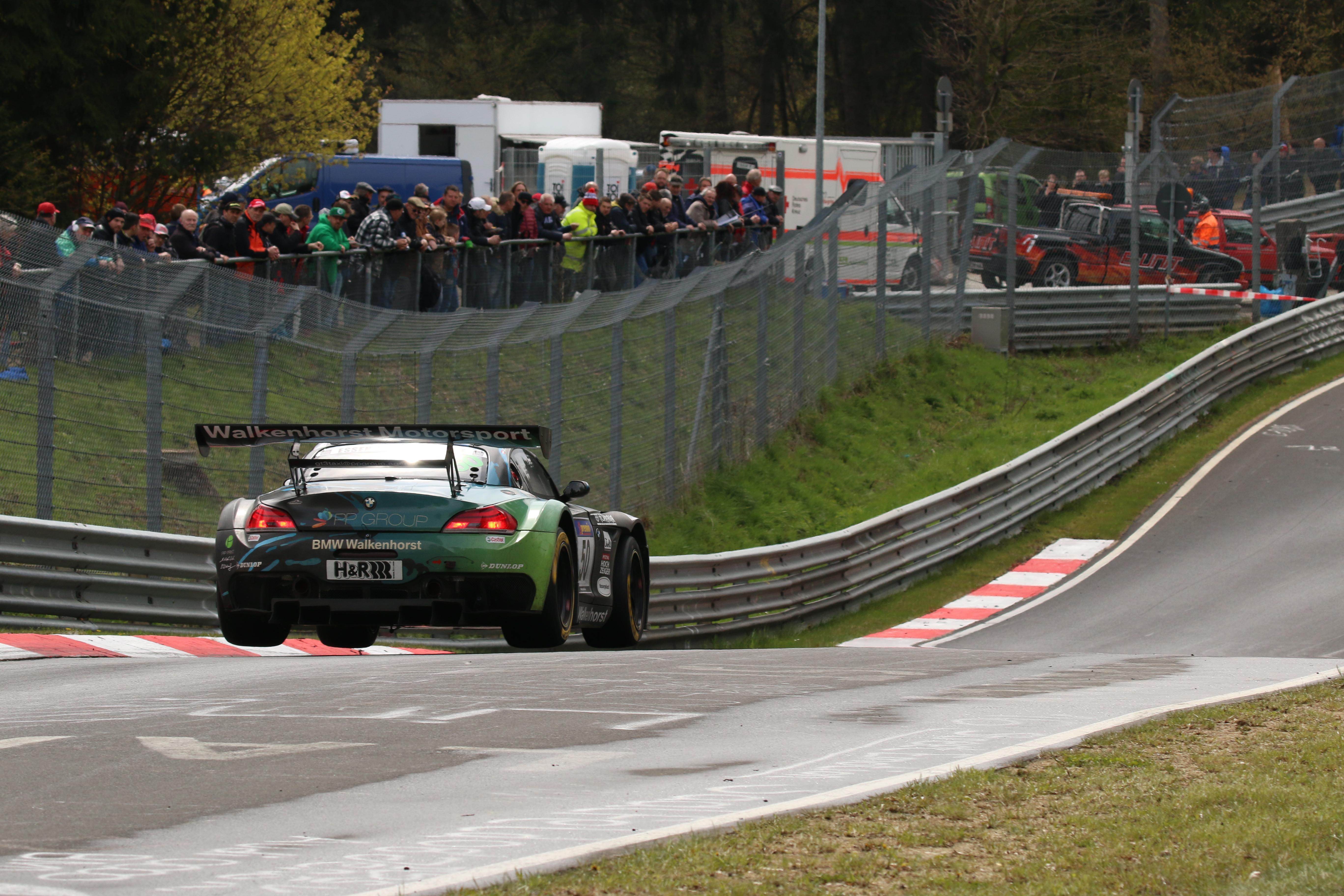 Erneute Zielankunft mit dem BMW Z4 GT3 für Daniela Schmid