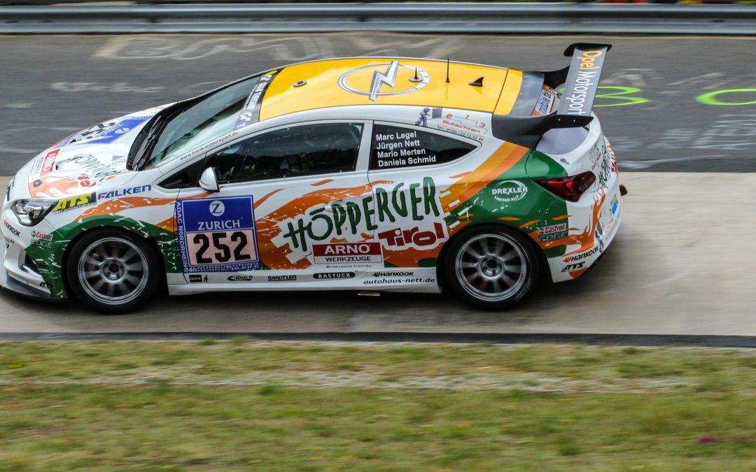 Zwei 2. Plätze für Daniela Schmid beim legendären 24h Rennen am Nürburgring