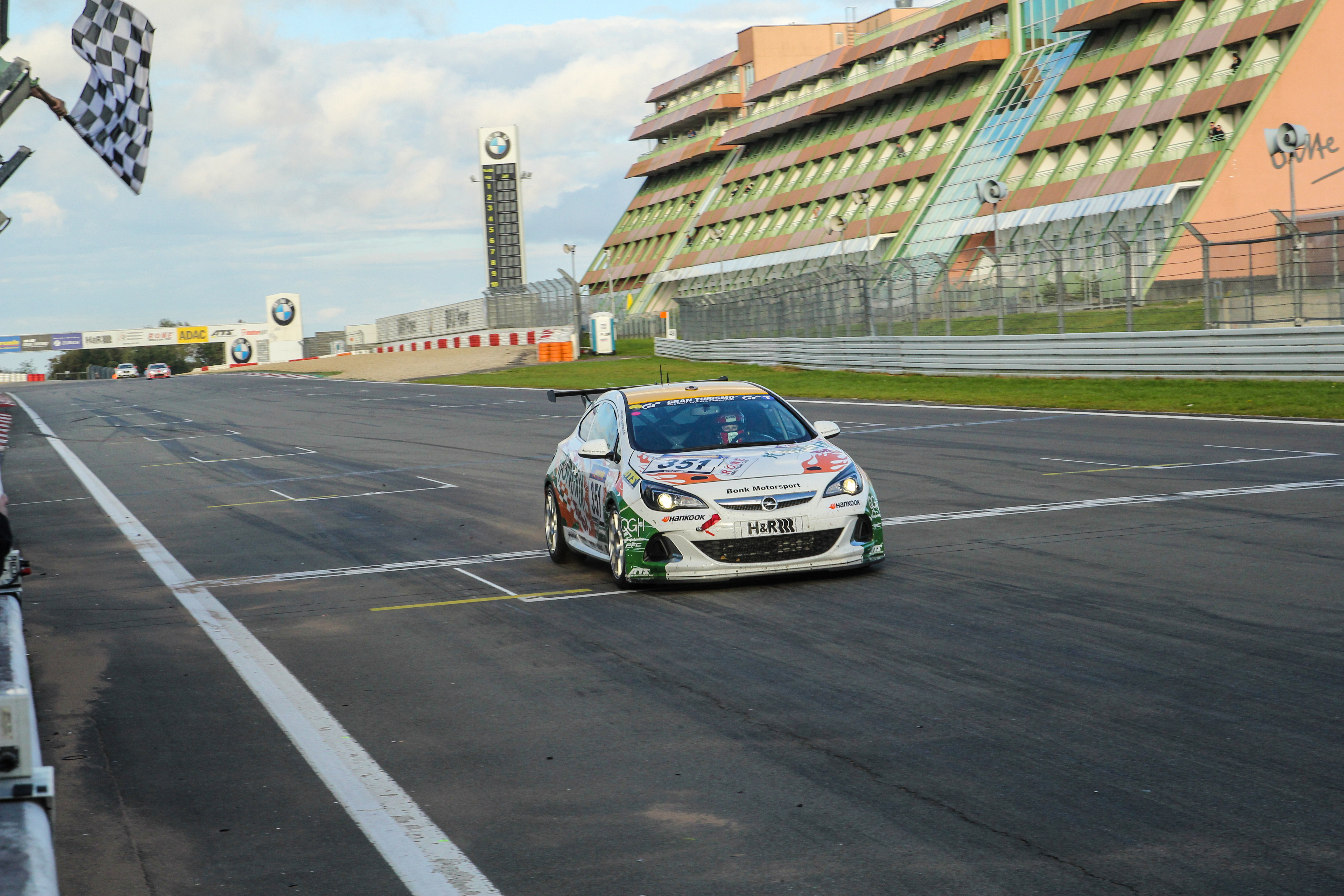 2. Platz im Audi TT RS und Platz 4 im Opel Astra Cup